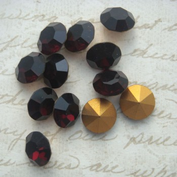 swarovski pointback chatons in garnet